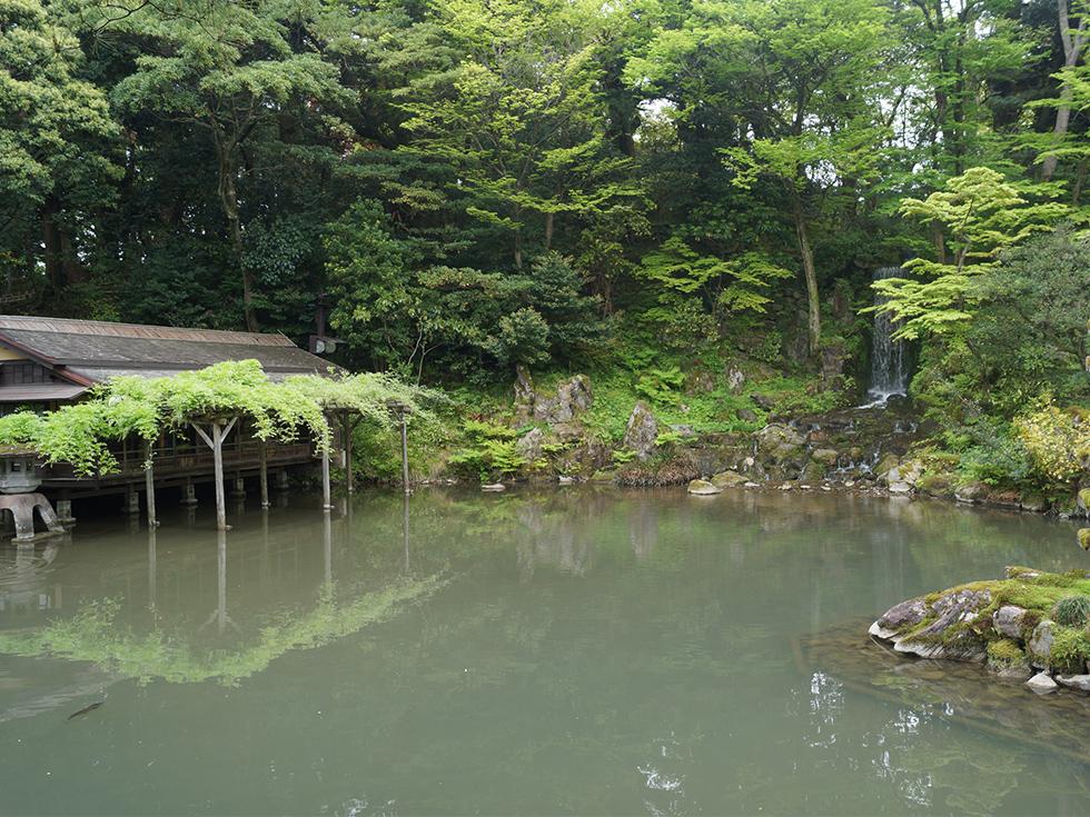 三芳庵の外観